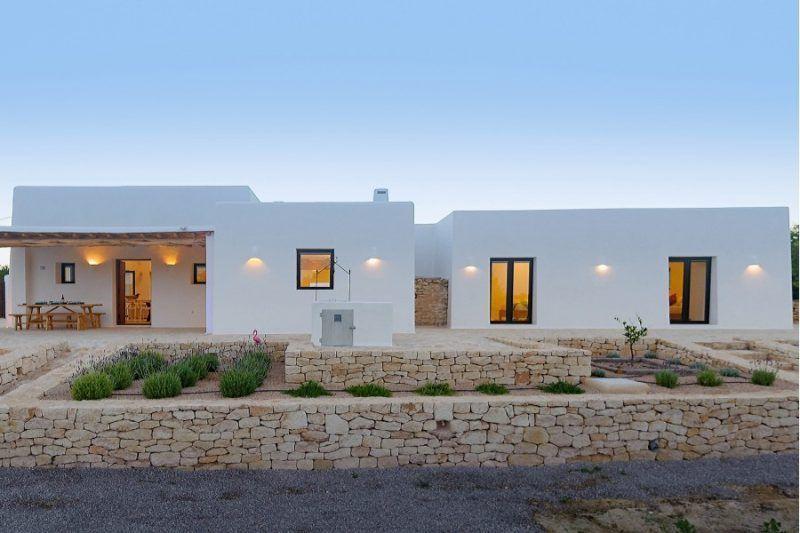 Villa De Estilo Mediterraneo En Ibiza Estilo Mediterraneo Casas Casas Mediterraneo Y Casas Mediterraneas