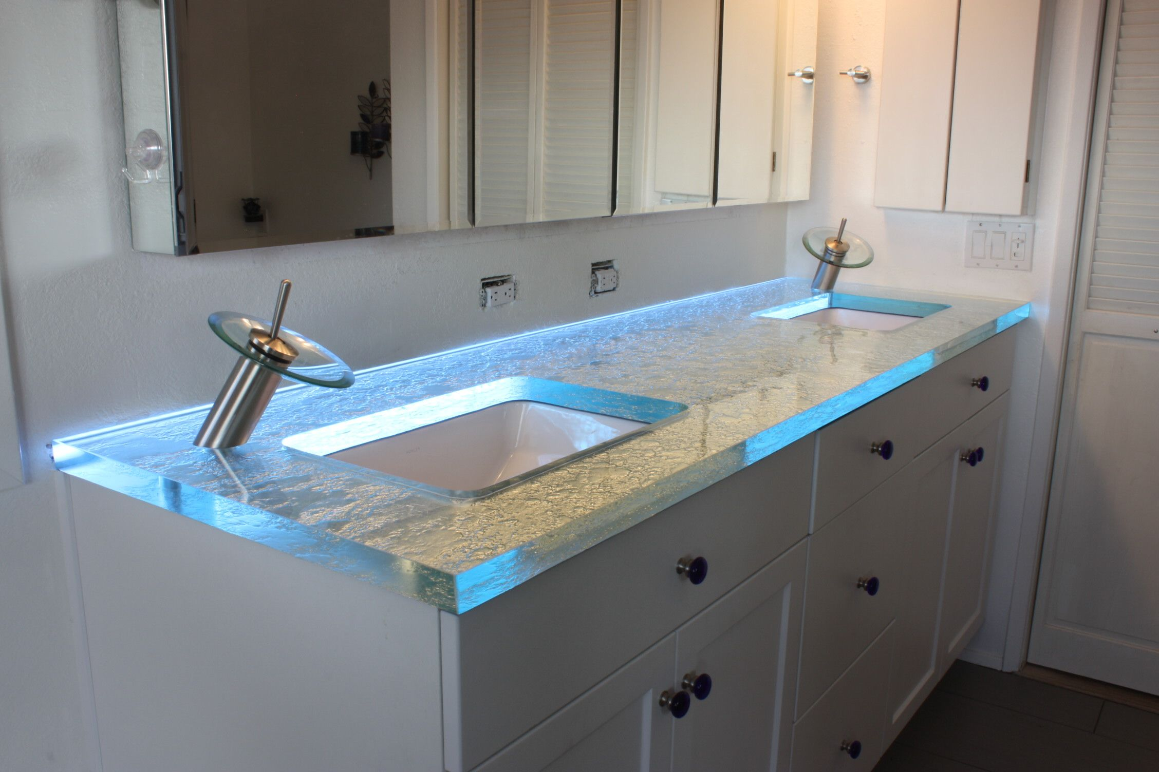 Amazing glass bathroom counter top from gravity glas led - Best led lights for bathroom vanity ...