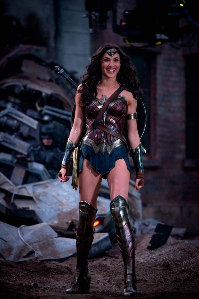 Www Google Com Woman 2 Official Trailer New 2020 Gal Gadot Wonder Woman 1 Blog Do Armindo In 2020 Gal Gadot Wonder Woman Wonder Woman Cosplay Wonder Woman