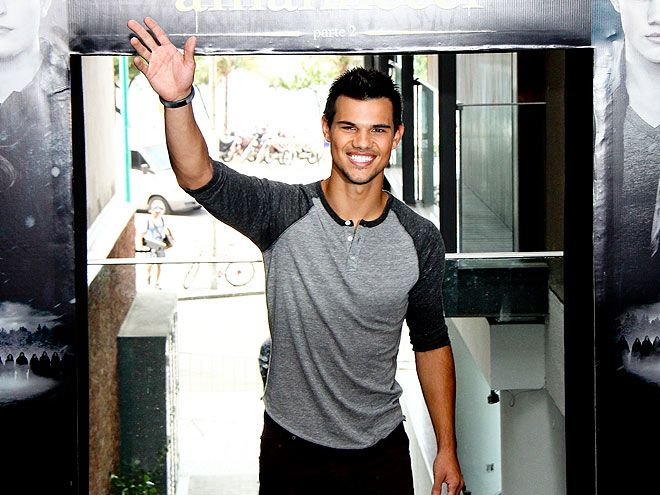 TALL, TAN, YOUNG ... photo   Taylor Lautner promoting BD2 in Rio on 10/24 #Taylor Lautner #Brazil