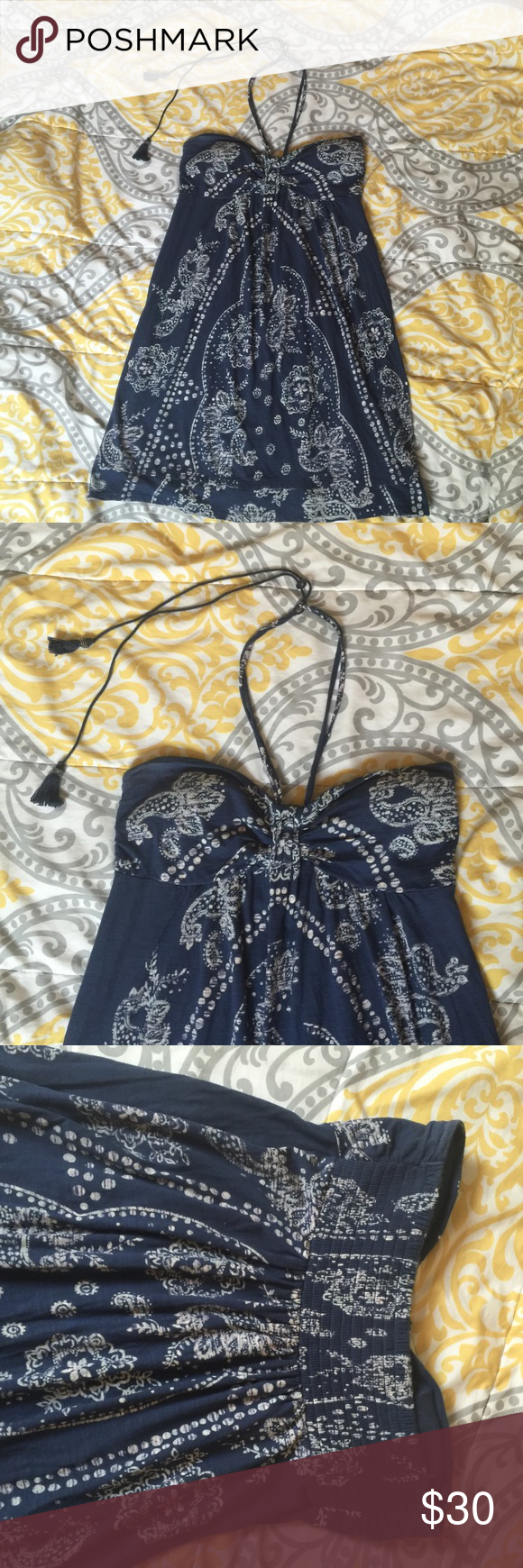 ❤️ American Eagle dress ❤️ Like new American Eagle dress. Only worn 2-3 times. Flawless! It has a halter strap that goes around the neck, then the strings with tassels lets you adjust it to be more loose, or tighter. Very cute navy and ivory pattern. Also, the chest has built in padding, so you don't have to wear a bra. 🙌🏼 %100 cotton. American Eagle Outfitters Dresses Midi