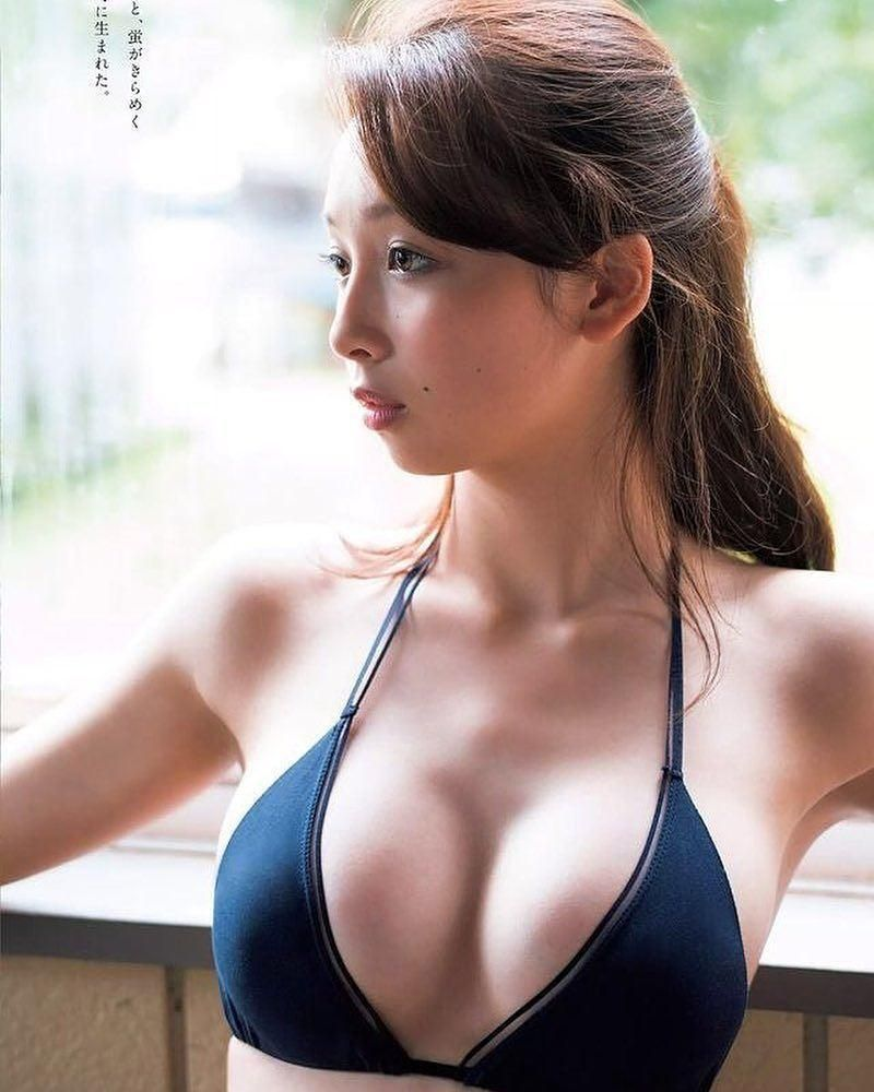 giving Asian babe