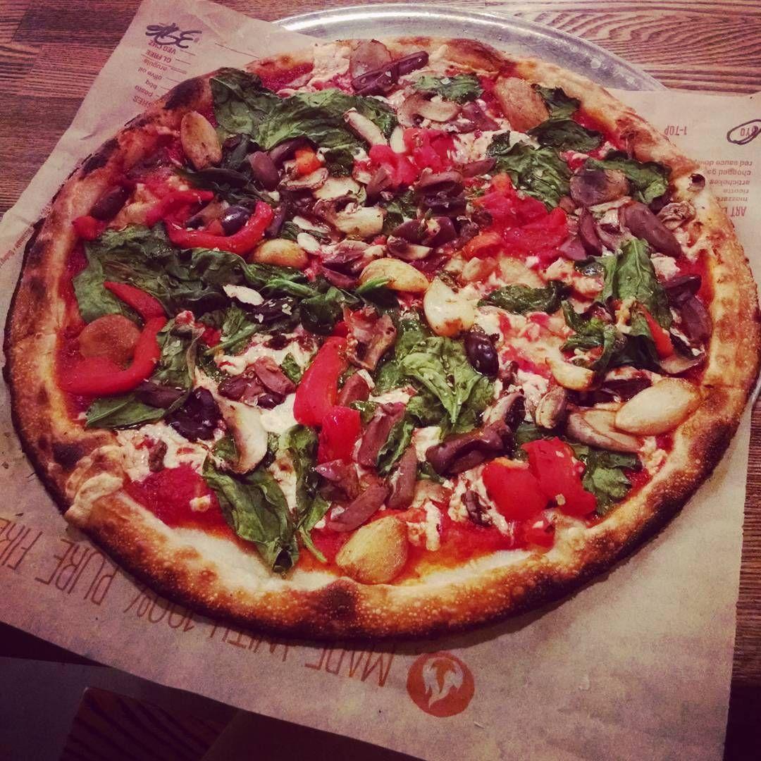 Tori Jackson On Instagram Vegan Pizza Veganpizza Spinach Roastedredpepper Roastedgarlic Comfortfood Vegancomfortfood Nol Vegan Eating Eat Vegan Pizza
