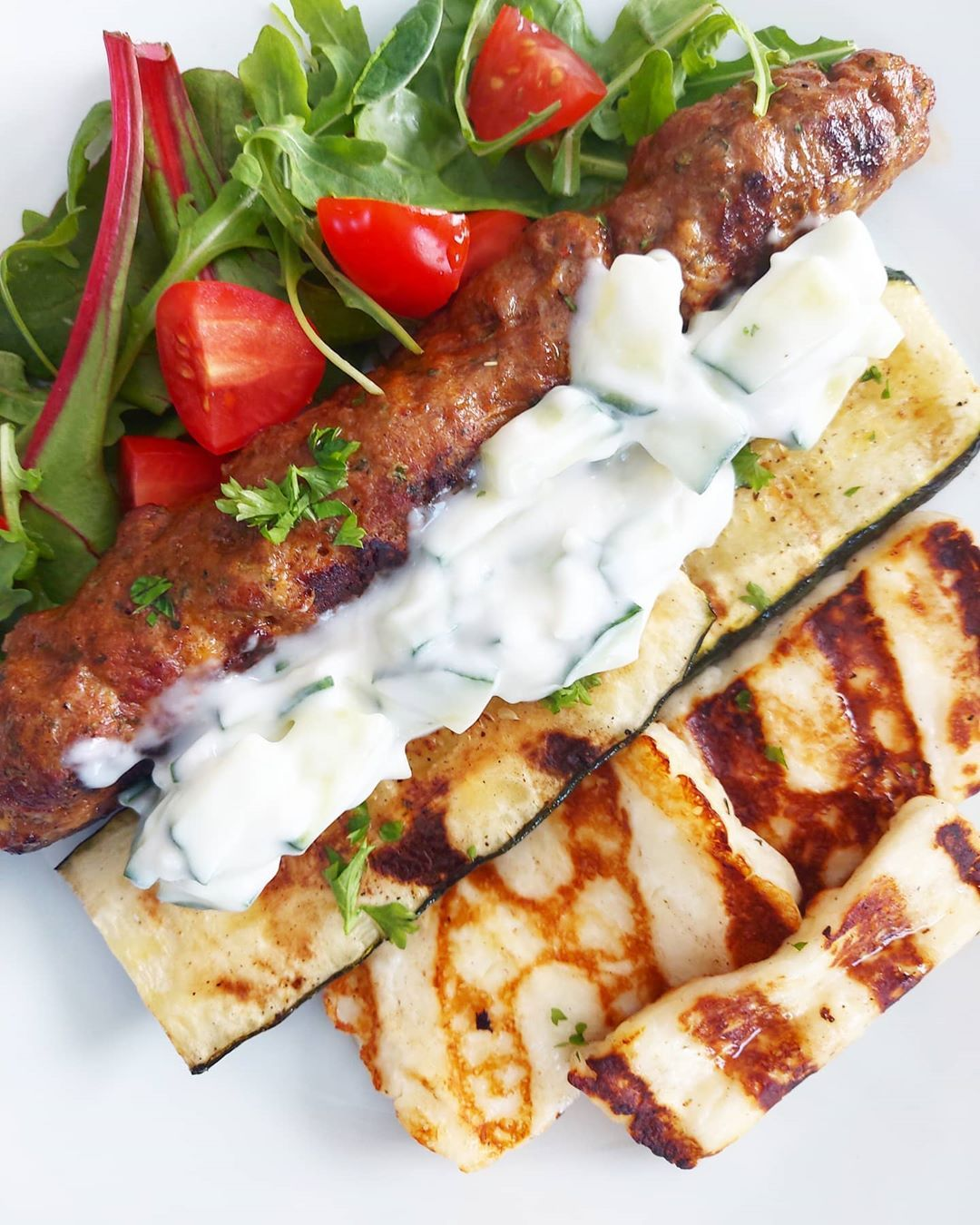Kebab anyone? Today's sunny  and time for bbq ! Seekh kebab w grilled lemon squash , halloumi , tzatziki n salad ♡ - #seekhkebab#bbq#halloumi#squash#veggies#delish#delicious#homemade#homecooking#hobbycook#foodie#foodlover#foodporn#picoftheday#friday#familydinner#familytime#sexyfood#bergen#norway