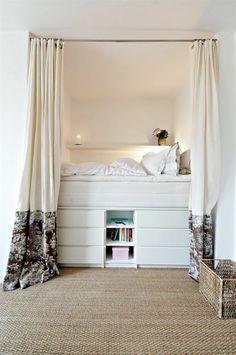 sisal teppich schlafzimmer hochbett offenes regal gardinen ...