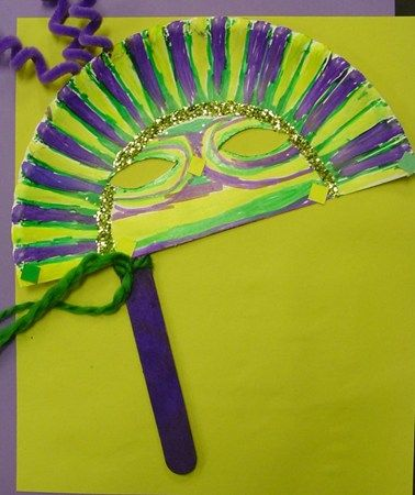 Mardi Gras Mask made with a paper plate and popsicle stick. Fun craft for kids! : mardi gras paper plates - pezcame.com