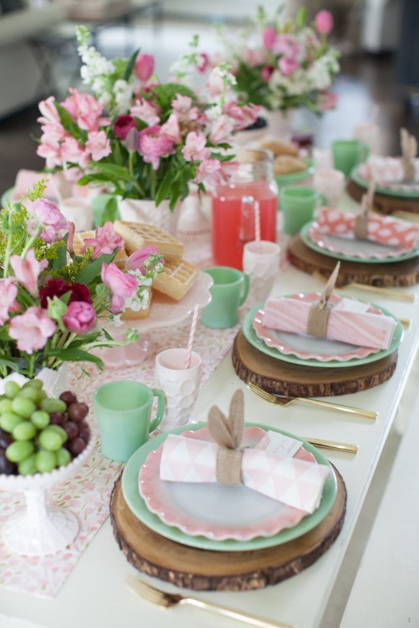 How to Host an Easter Brunch with Minted Home tablescapes || JennyCookies.com #easterbrunch #eastertablescape #easterdinner