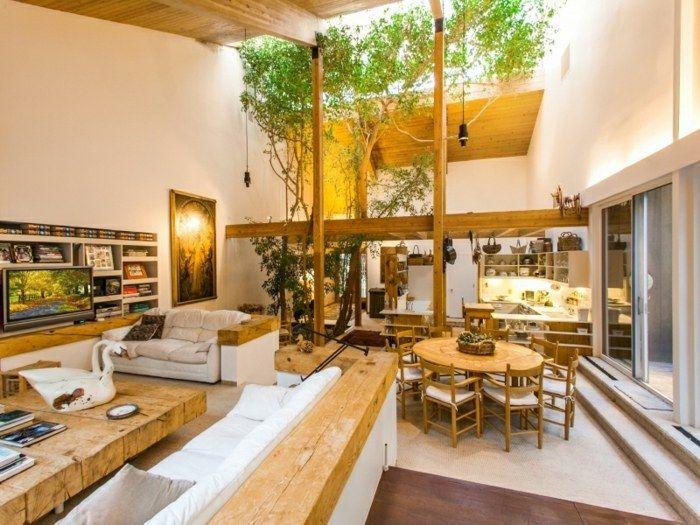 Design Idee für das Wald-Haus mit Bäumen, die bis an die Decke - holz decke haus design bilder