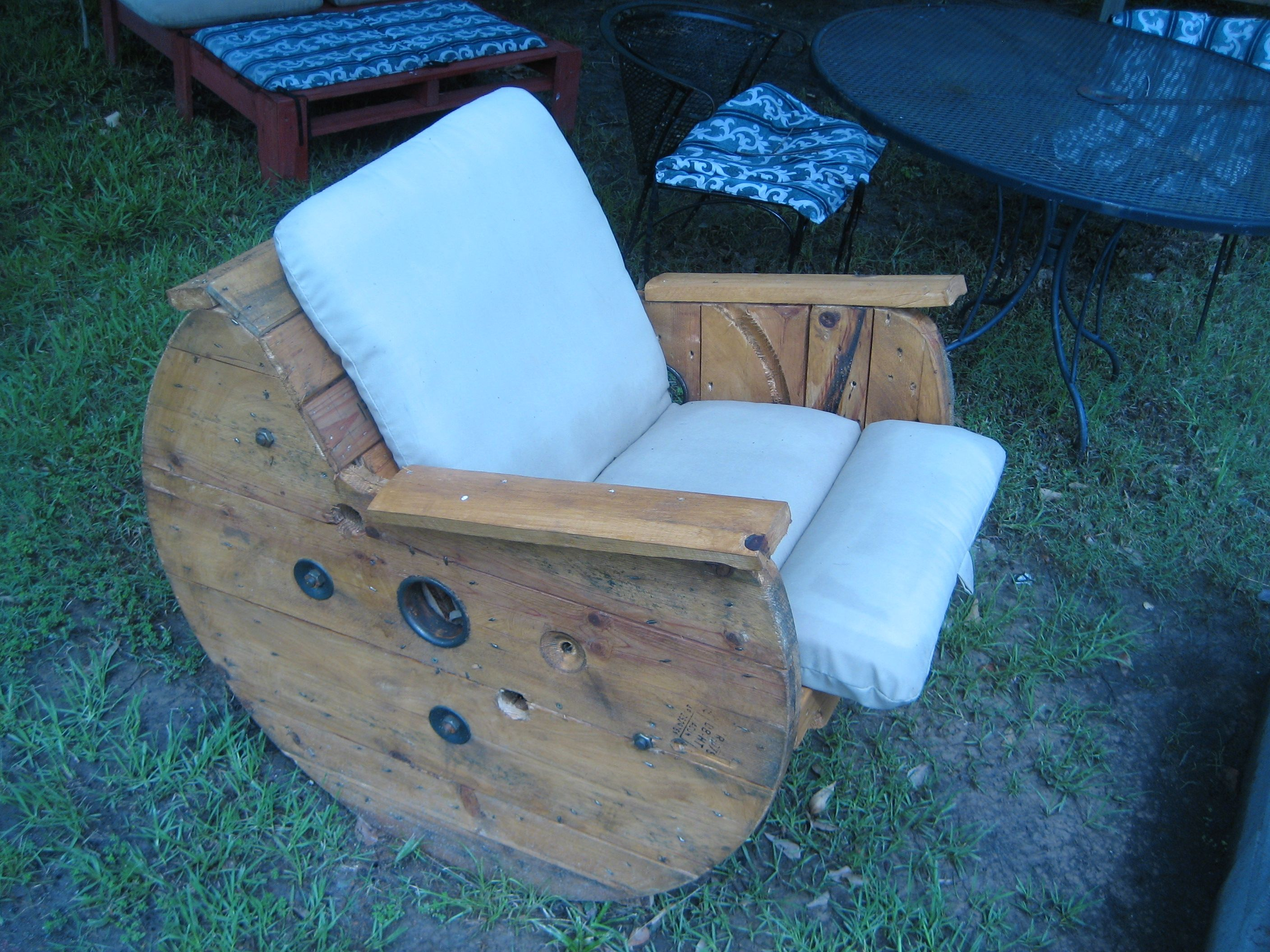 Wire Spool and Pallet Rocking chair. | Thing to make | Pinterest ...