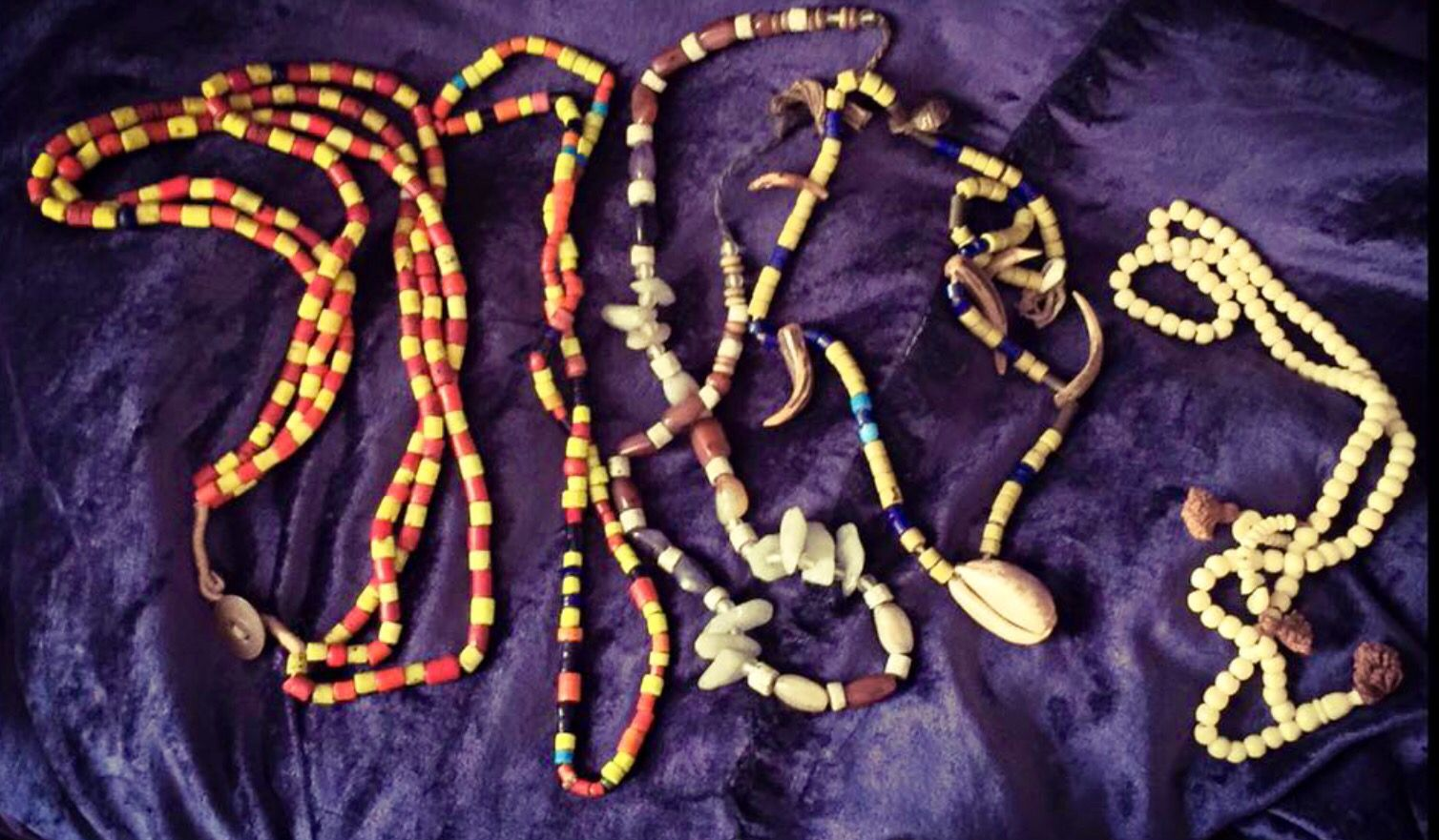 african jewelry makes you travel it's ethnic though foto Aaron Vintage
