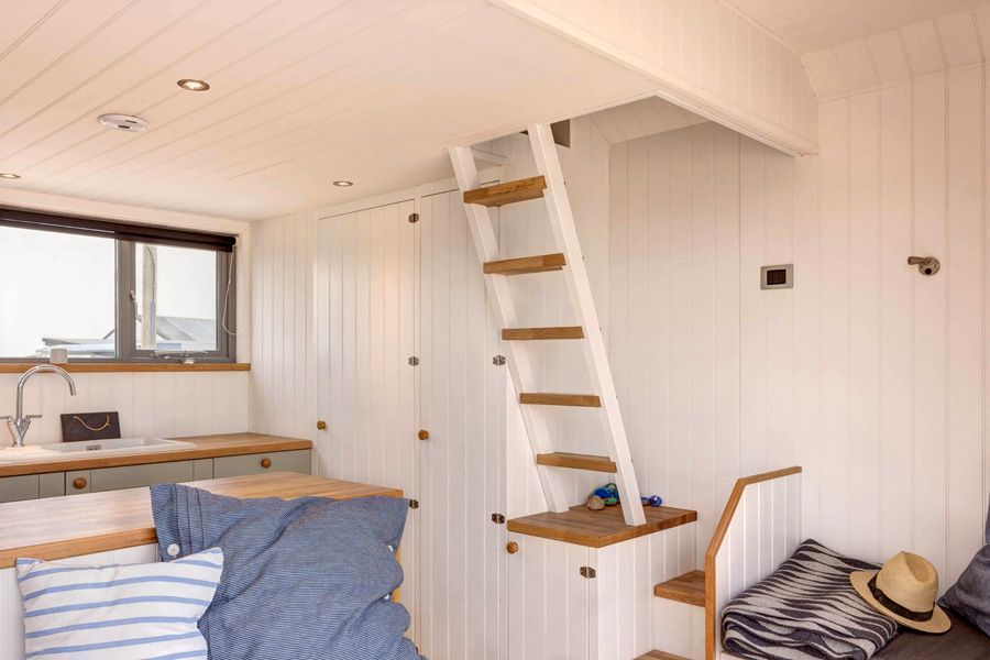 Mudeford Beach Hut Interior | Small Space Living | Pinterest ...