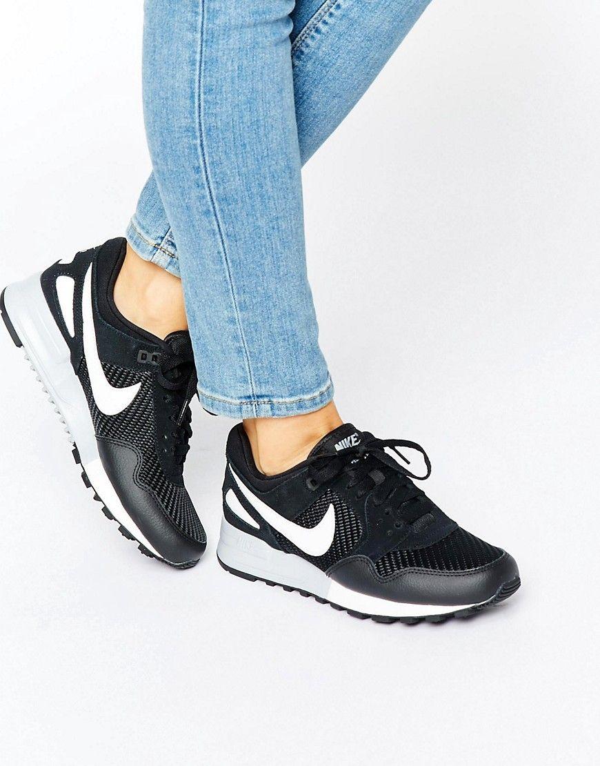 c7d739e387f1b Zapatillas de deporte negras y blancas Air Pegasus de Nike. Zapatillas de  deporte de Nike
