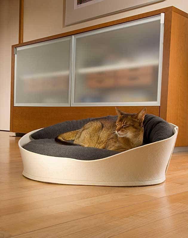 Kattenmand Arena - Petsonline   Pet interiors Kattenmand Arena  Een prachtige en unieke design kattenmand, met een opstaande rand. Inclusief twee orthopedische kussens.