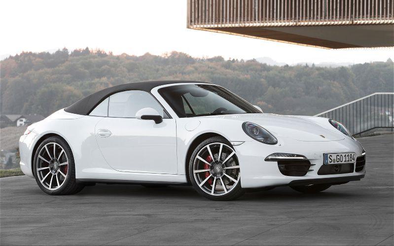 Lily Bouvier Porsche 911