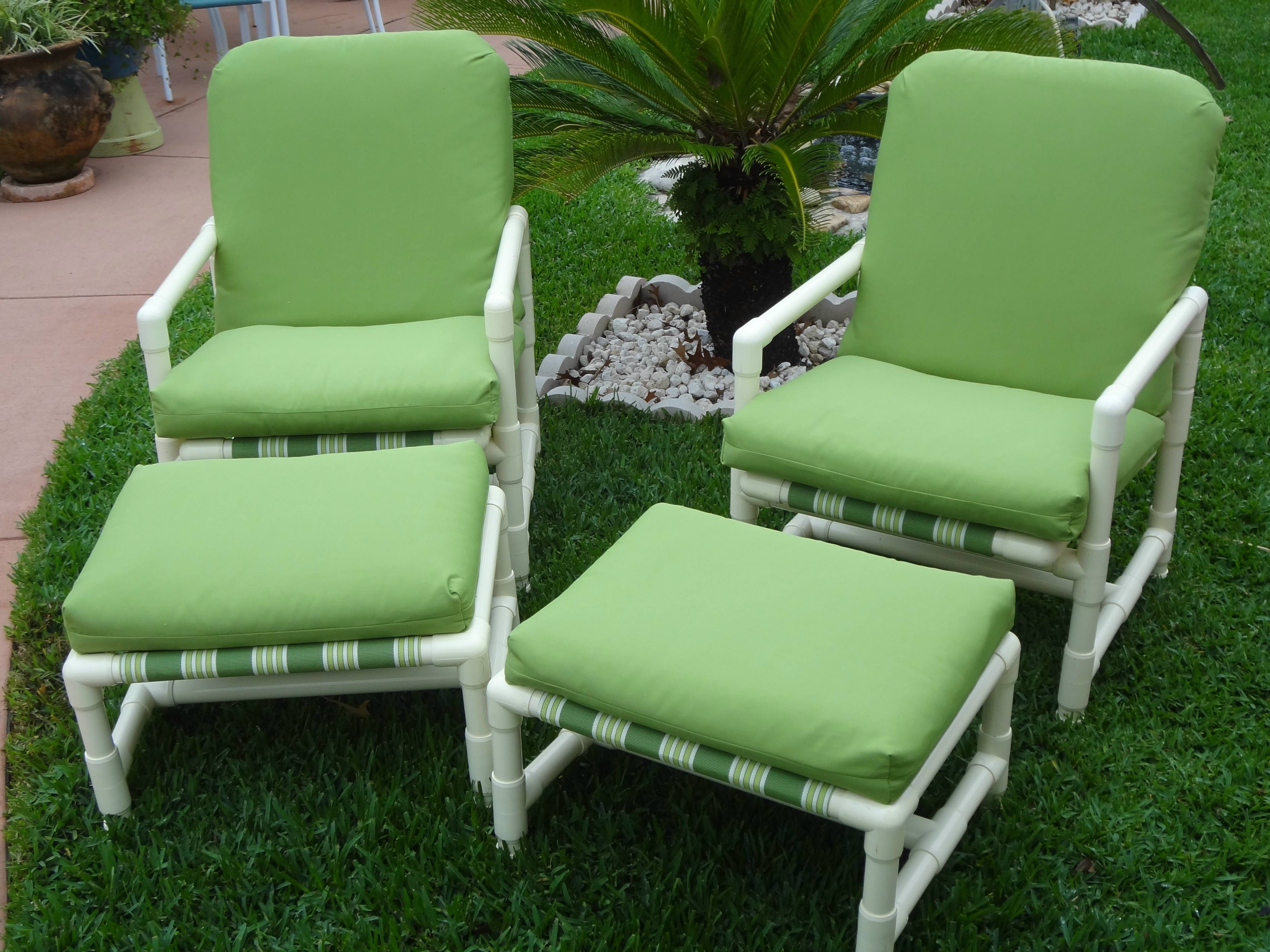 These PVC patio chairs e apart easily by removing screws Sling