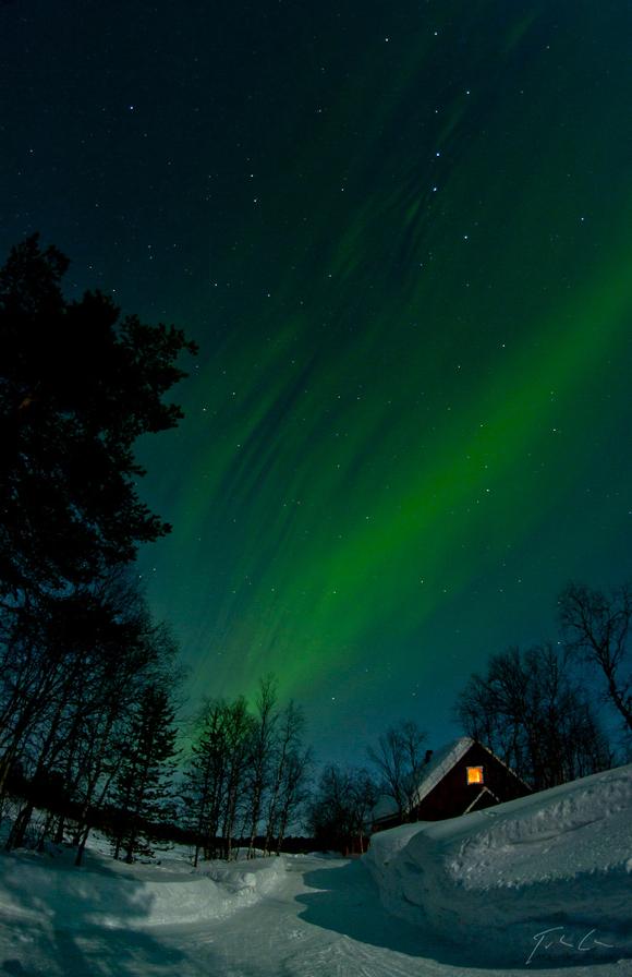 Photo du jour #112 : Aurora over the cottage