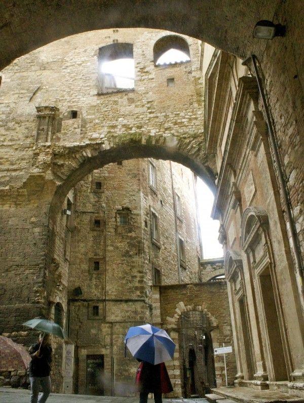 #Perugia #Umbria Medieval Architecture: Via Maestà delle Volte