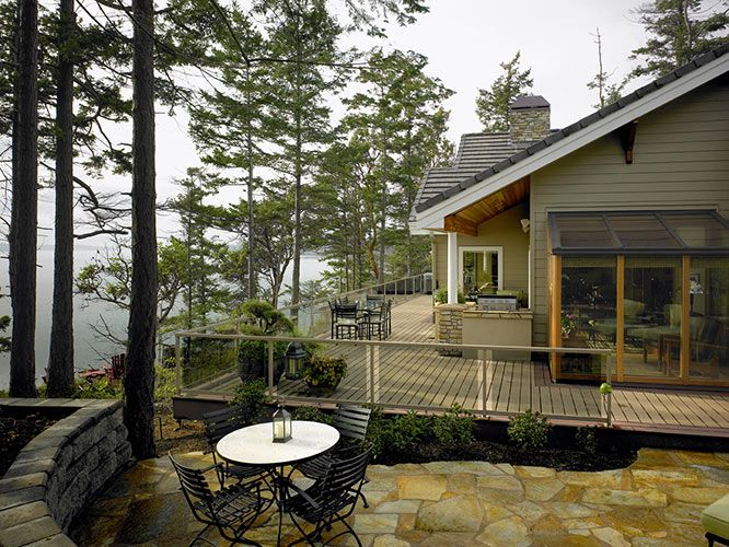 Picture of Ranch house number 39902 from Lindal Cedar Homes: worldwide manufacturer of post and beam homes, solid cedar homes, custom log homes, sunrooms and room additions.