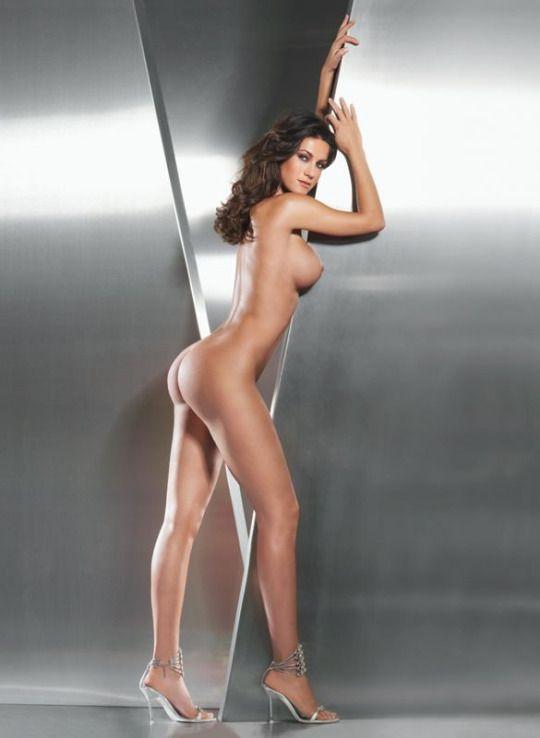 Kat held nude scence