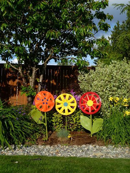 Hubcap Flower Yard Art Garden Crafts Yard Art Backyard Diy Projects