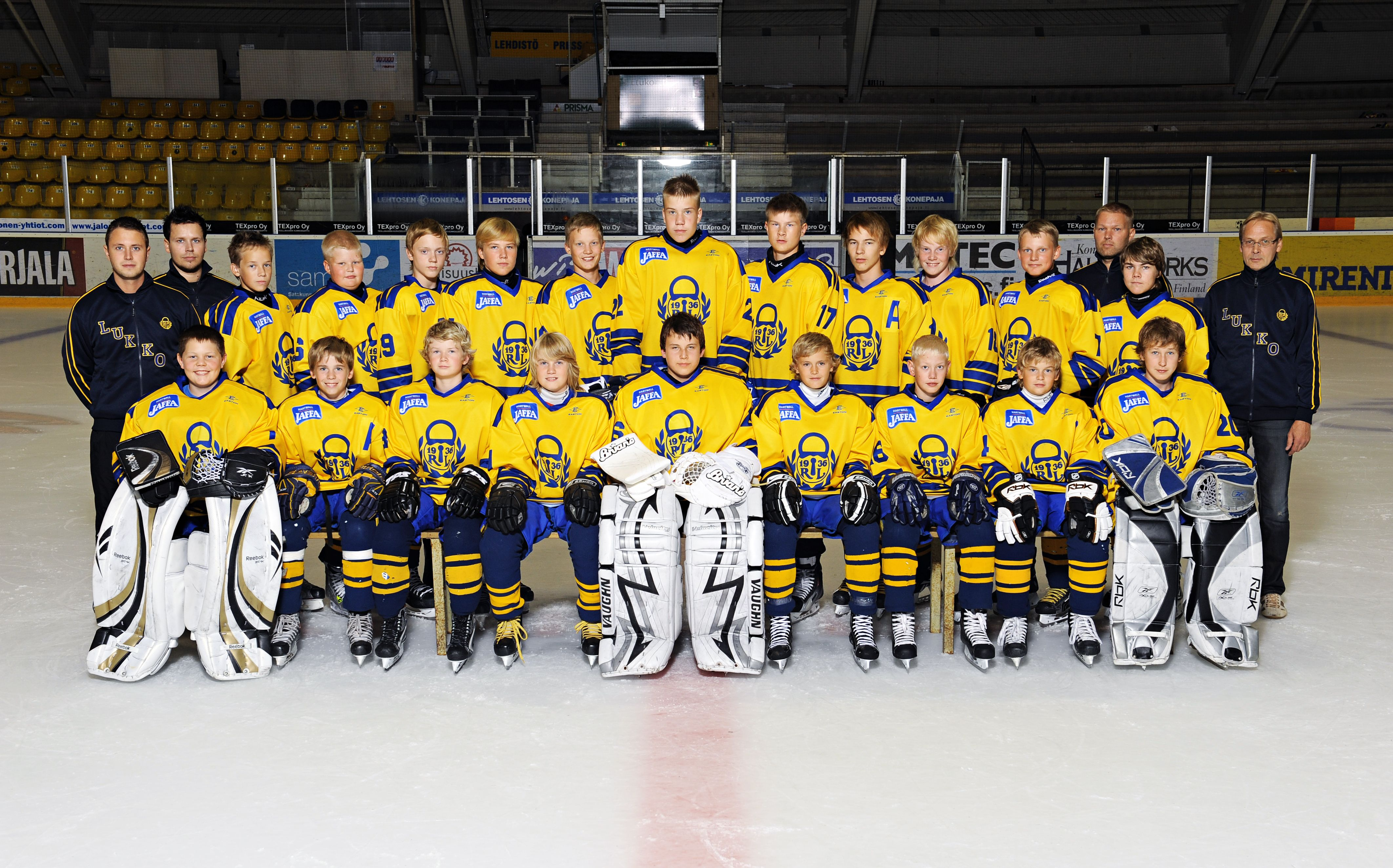 #urheilukuva #joukkuekuva #jaakiekko #latka #meidanjengi #muotokuva #valokuva #kuvaverkko © Kuvaverkko Oy