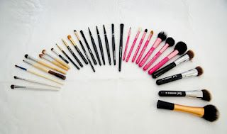 Brochas sintéticas y naturales / Natural and synthetic makeup brushes ~ IleanaRecommends