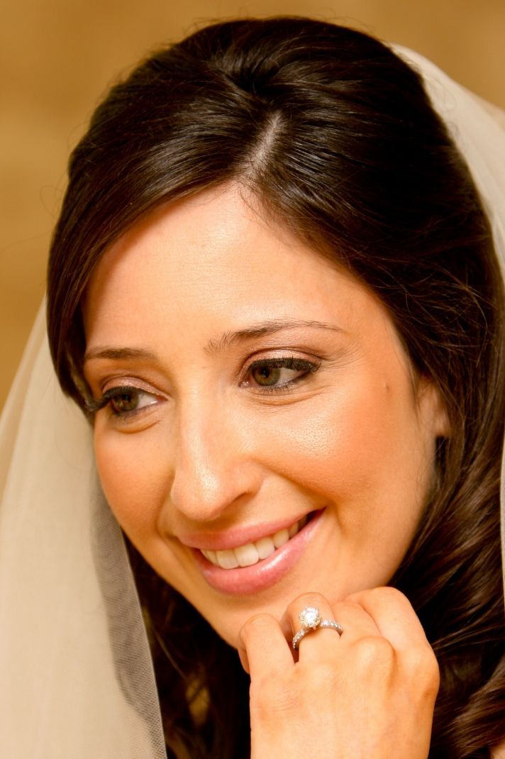Airbrush Makeup Wedding Photos : Bridal Makeup: Traditional Foundation vs. Airbrush ...