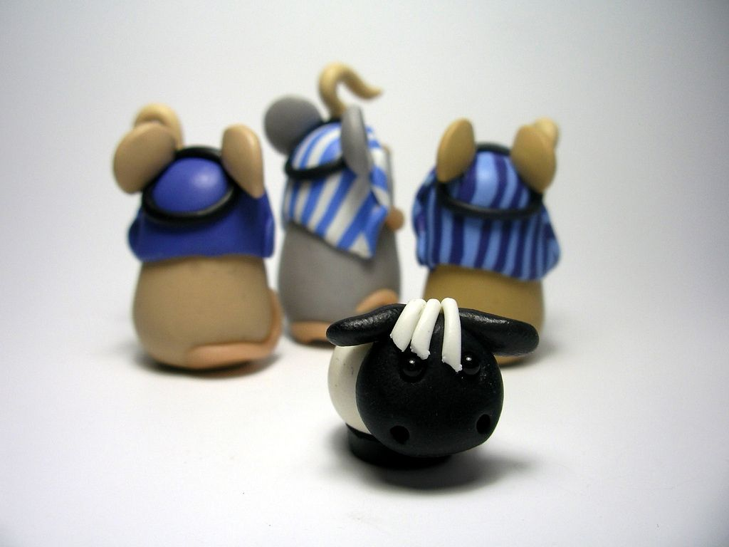 Three Shepherd Mice by QuernusCrafts, via Flickr (from The Mouse Nativity)