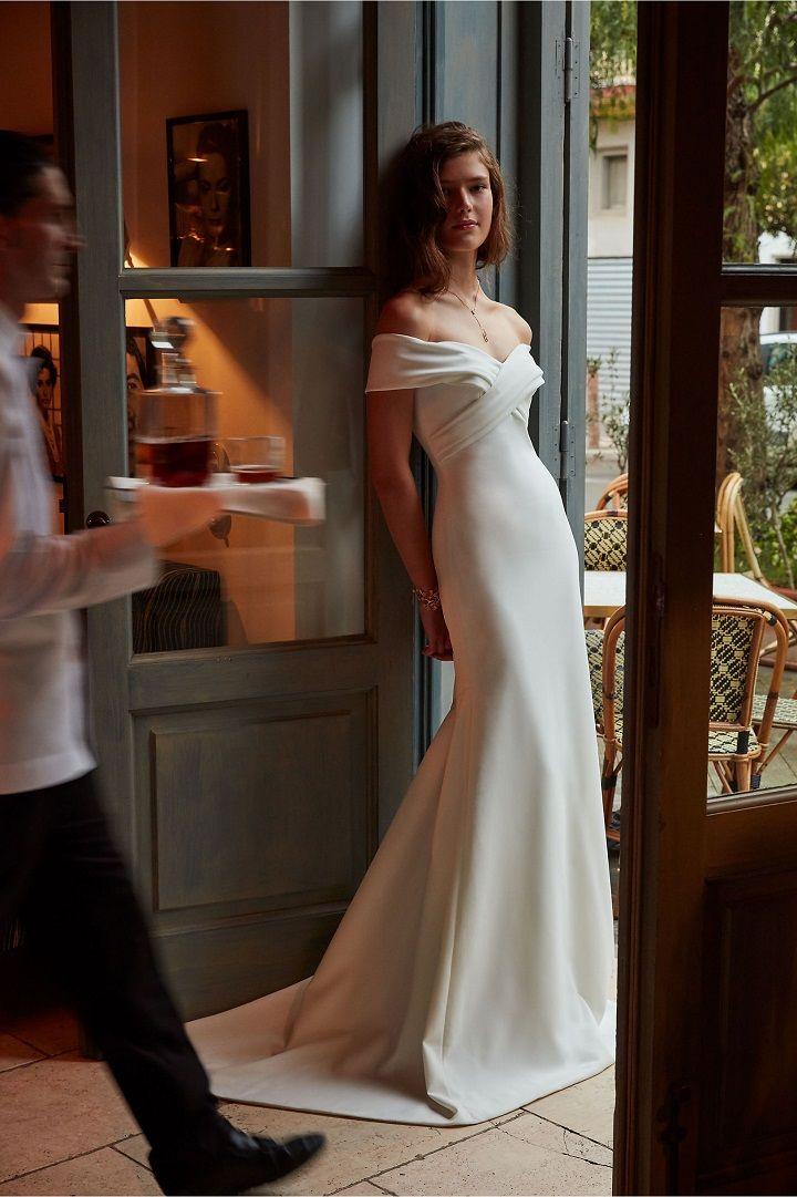Off the shoulder wedding dress | Romantic Wedding Dresses | itakeyou.co.uk #weddingdress #bridalgown #bridaldress #wedidnggown #offtheshoulder #romantic