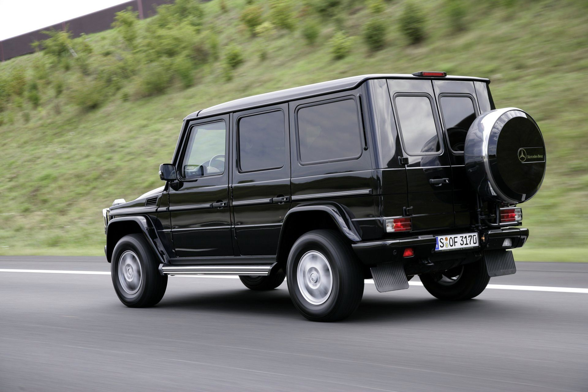 Mercedes benz cars mercedes benz g guard img 6 for Mercedes benz vehicle locator