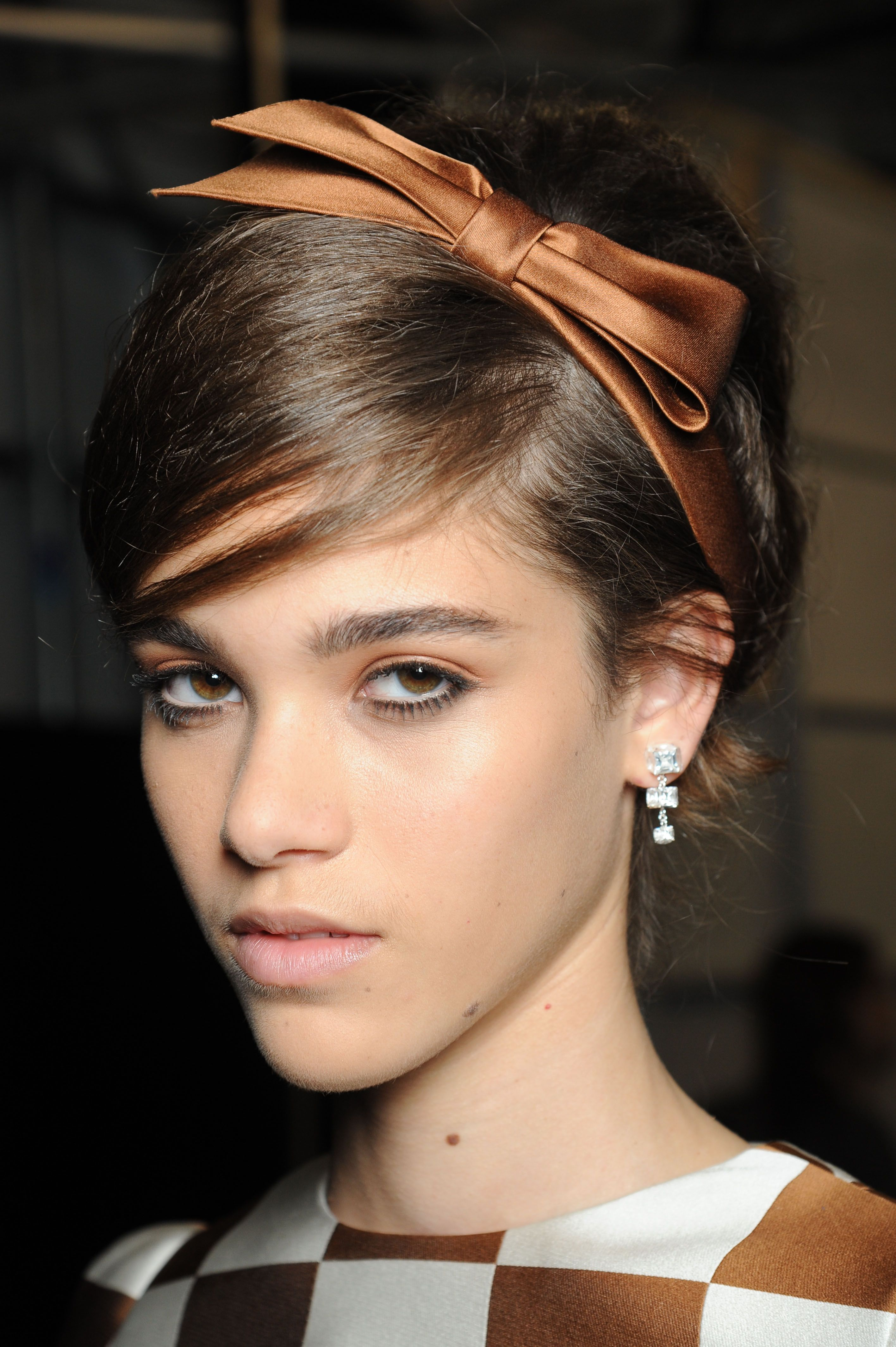 Daily Inspiration Bow Headbands At Louis Vuitton Hairstyle Party Hairstyles Headband Hairstyles