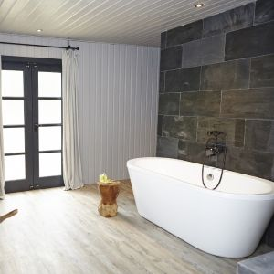 Moon Suite | Woodland Suites | North Star Club. Modern rustic spa ...