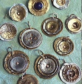 Smashing buttons – Recycled Crafts via recycledcrafts.craftgossip.com
