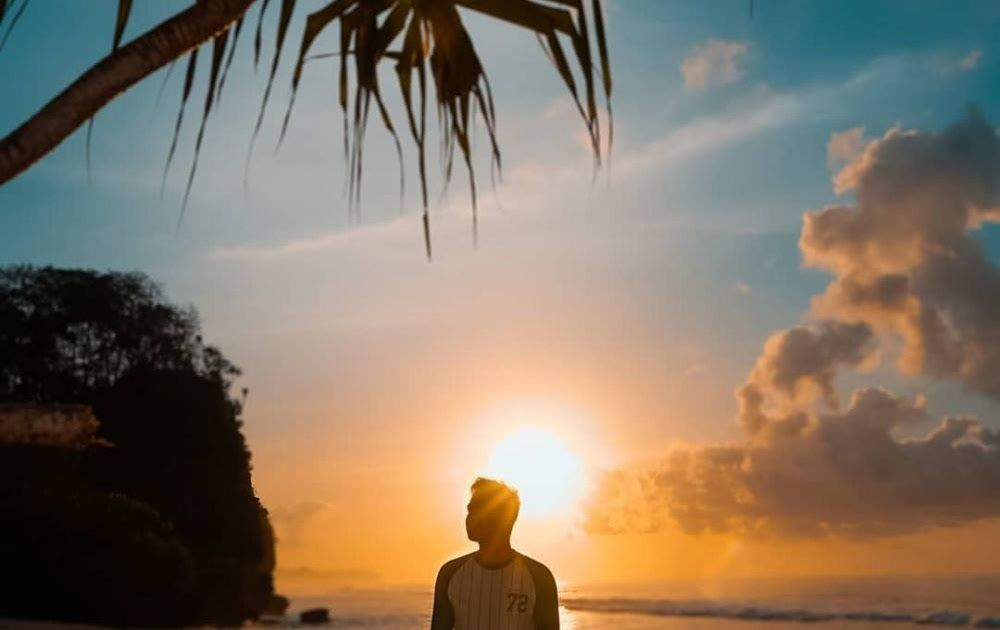 23 Pemandangan Tepi Pantai Waktu Senja 7 Rekomendasi Spot Sunset Paling Epik Di Malang Panoramanya Download Pantai Sunari Surga Ke Di 2020 Pemandangan Pantai Alam