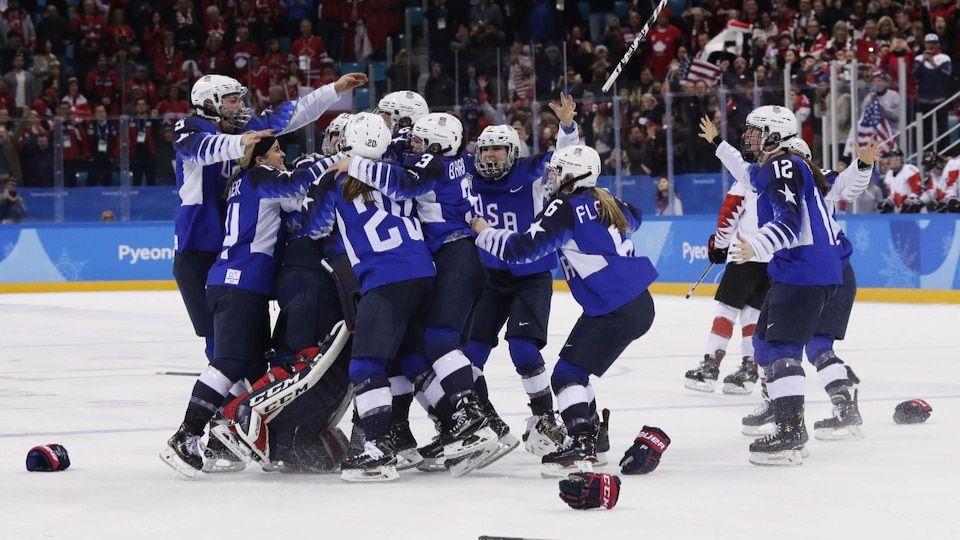 Team USA receives women's hockey gold medals Women's