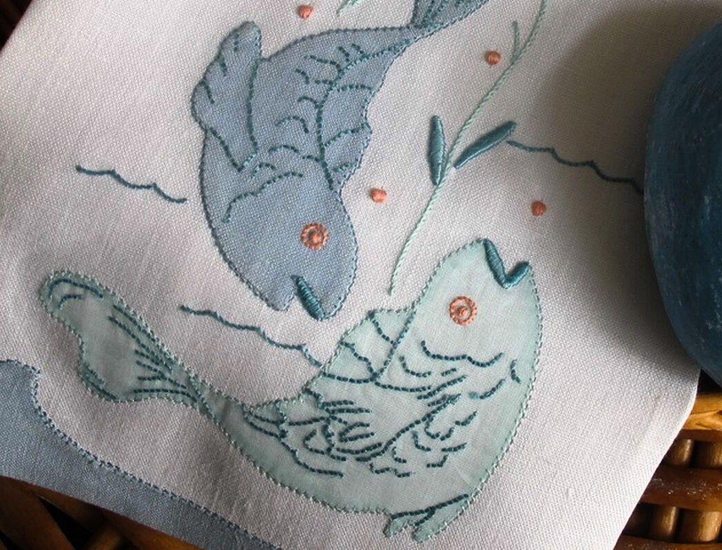 Toalhas de mãos em linho com bordado Madeira!!  loja online / online shop: www.bordal.pt #guesttowels #bordal #handmade #madeiraembroidery #bordadomadeira