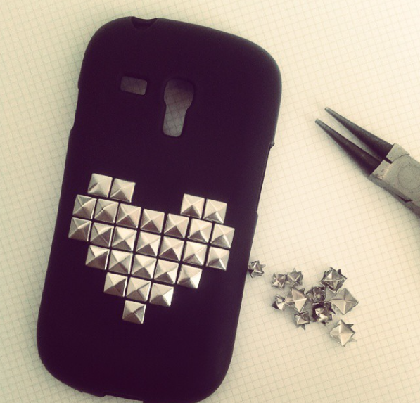 DYI CELL PHONE CASE :D