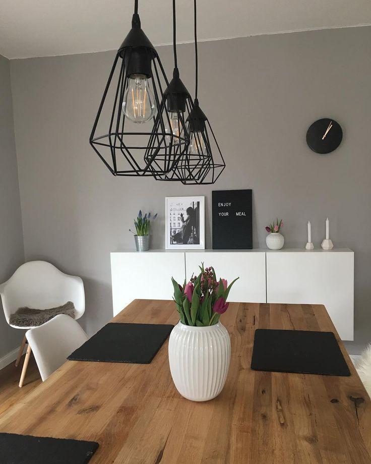 Photo of Esszimmer Lampe und tischlaeufer und Wandfarbe grau: skandinavisch wohnen