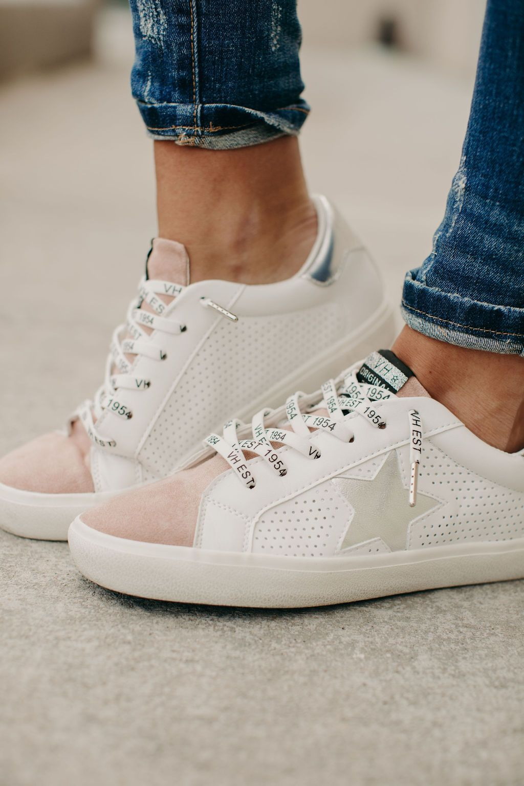 Cute sneaker outfits, Sneakers fashion