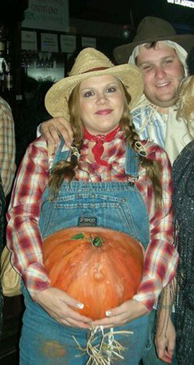 441b75efecc96 Pumpkin Farmer - look closely cause that pumpkin is her belly. I sure hope  she's pregnant!!! ..... just saying.