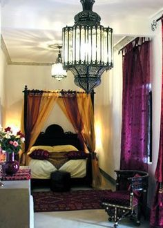 Moroccan inspired interior design of this gorgeous bedroom, don't you think?  #bedroom #interiordesign #moroccan