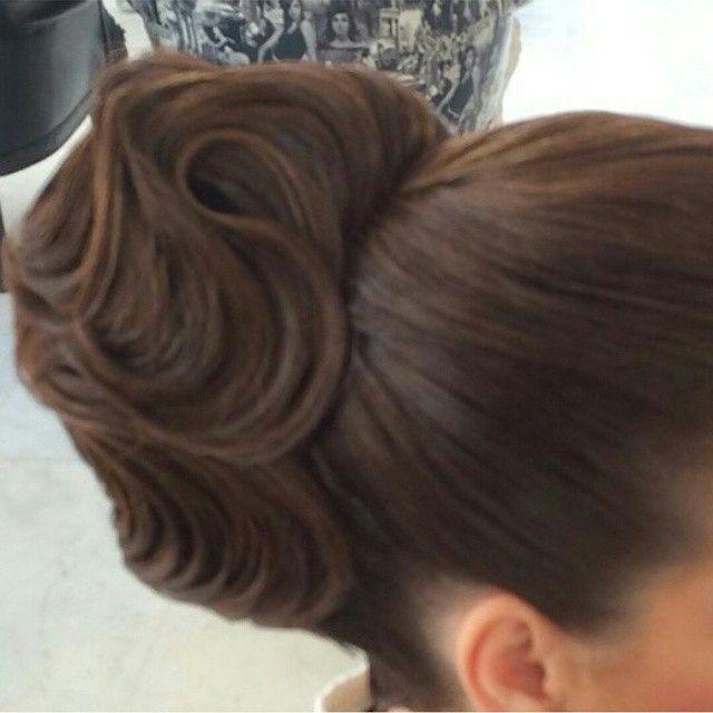 خبيره تجميل On Instagram لايك فولو تسريحات مكياج صغة شعر تشقير تشقير جسم تشقير حواجب صبغة حواجب تشقير وصبغة Wedding Hairstyles Hair Styles Long Hair Styles