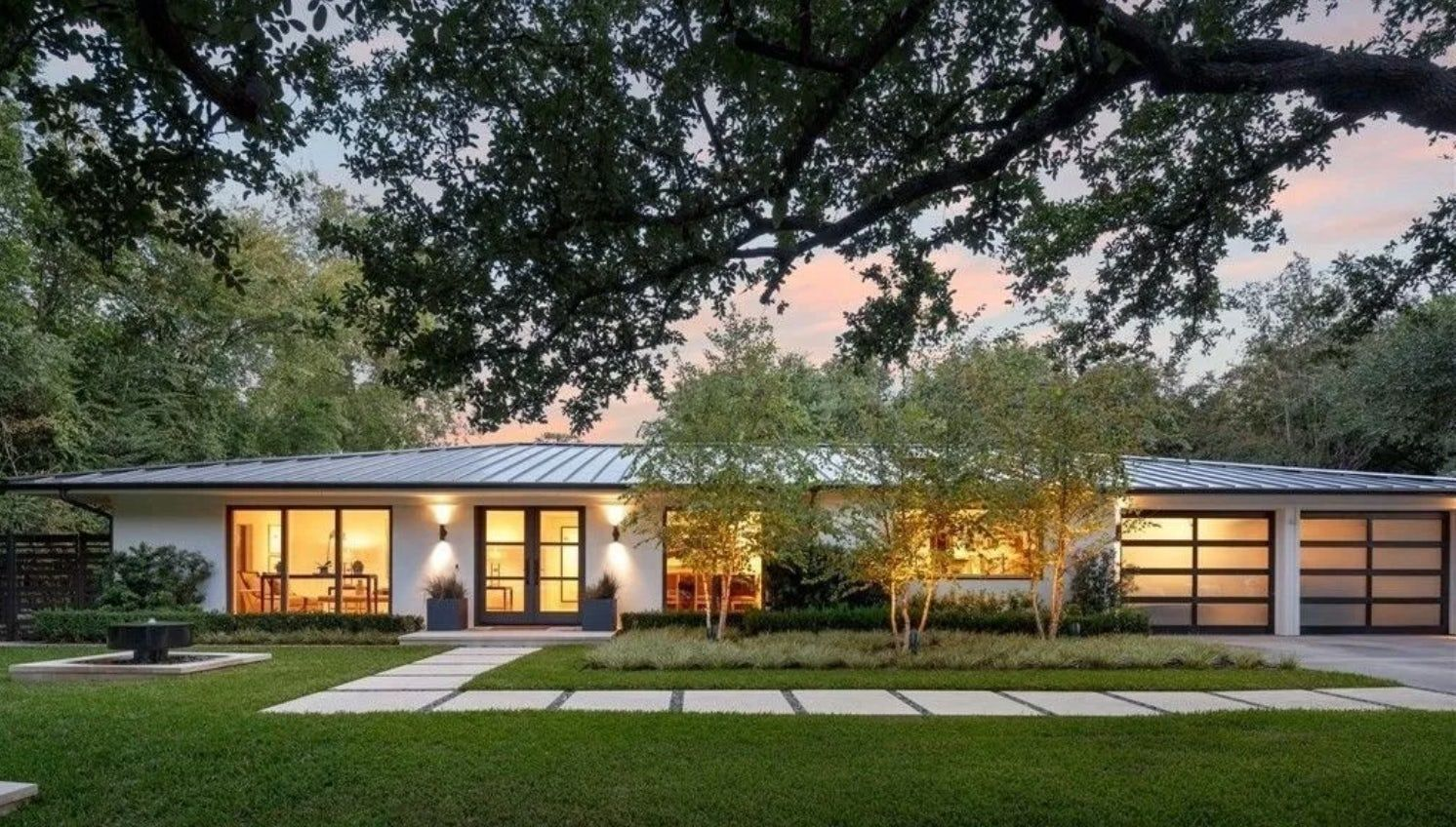 What Is Mid Century Modern Architecture Anyway Brick Batten In 2020 Ranch House Exterior Mid Century Modern Exterior Ranch Exterior