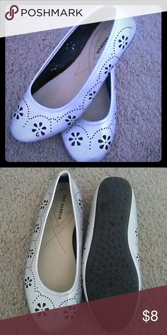 Flower Sag Harbor flats Great condition. Flower design. Comfortable. Sag Harbor Shoes Flats & Loafers
