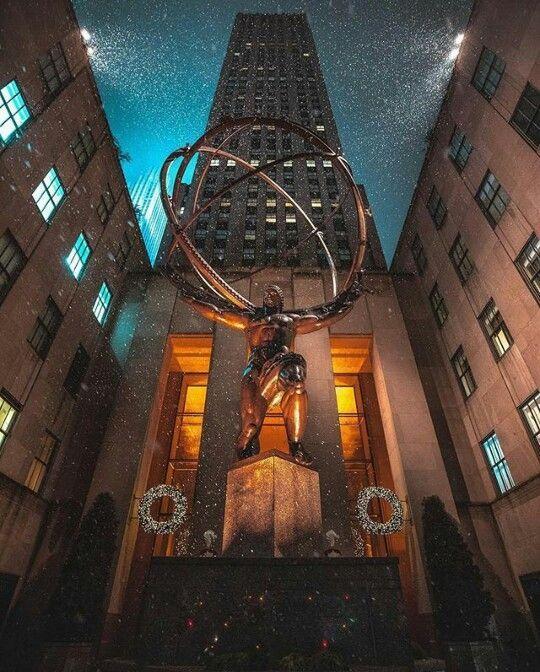 Atlas at Rockefeller Center. New York City. rockafellercenter #yorkthingstodo #30rock #newyorkcitytravel #unitedstatestravel #citygirl #usatravel #empirestatebuilding #montreal