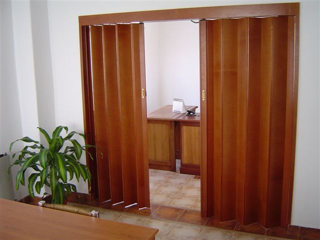 Puertas plegadizas simil madera puerta plegable - Puerta plegable madera ...