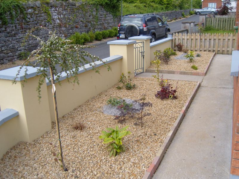 low maintenance landscaping ideas you never have to expended considerably cash to have a attractive backyard for the reason that there are several - Front Garden Ideas Low Maintenance