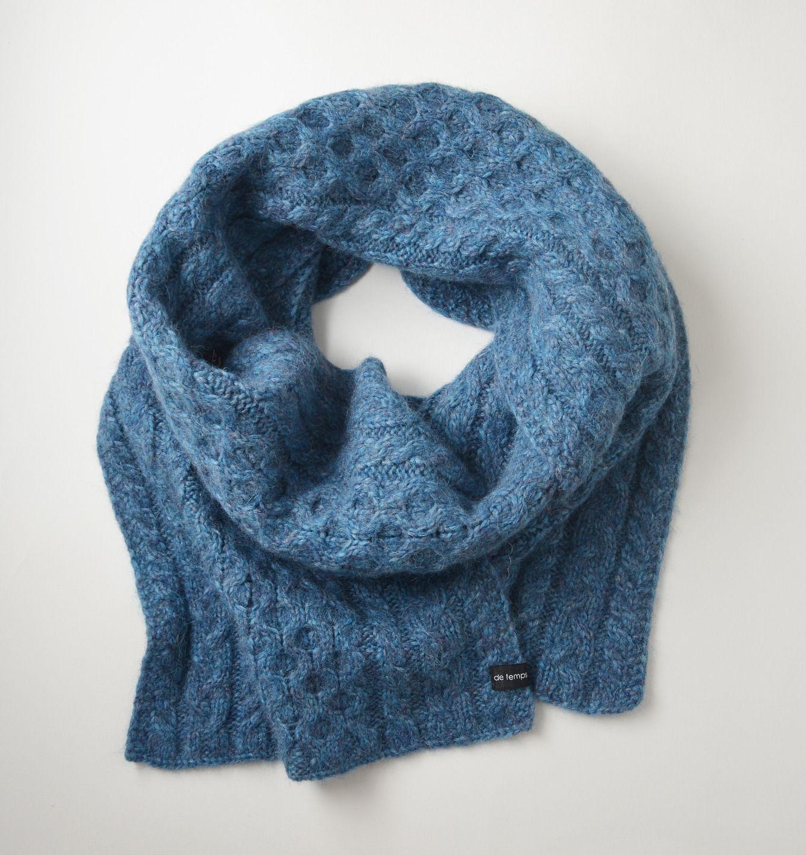 Écharpe torsadée tricotée main en baby alpaga et mérinos   Echarpe ... 7dc7eae44b2