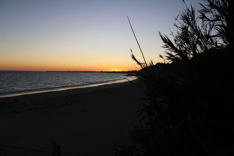 atardecer en la playa de fuentebravía en El Puerto de Santa María