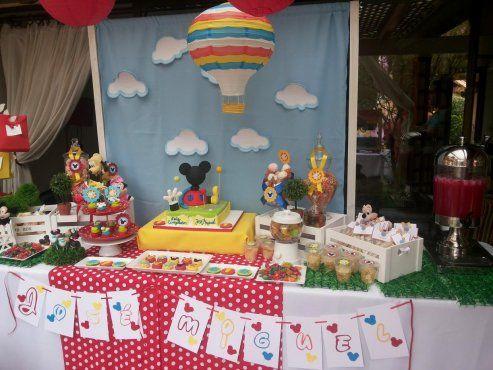 Colorida fiesta de la casa de mickey mouse - Casa para fiesta ...